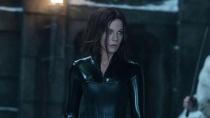 《黑夜传说5:血战》片段 铁笼格斗秒杀制敌