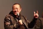 """丁晟导演也带着《铁道飞虎》回到母校北京电影学院,与学弟学妹们进行交流。""""《铁道飞虎》的喜剧风格就像法国的《虎口脱险》。从剧作到剪辑,都达到了极致。130分钟的影片,用了4700多个镜头,每个镜头不超过1秒6,这样的蒙太奇,在现在中国电影难得一见。""""电影学院导演系主任许同均老师观影后给出了这样的评价。年轻观众不仅在各大票务平台的数据中给出好评,现场学生也用不断的笑声表达了喜爱,现场问答不断,欢乐热烈。"""