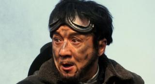 《铁道飞虎》成龙片场忙不停 亲自教黄子韬演戏