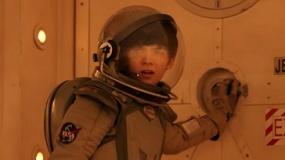 """《世界之外》电视预告 """"太空人""""踏上回家路"""