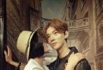 """鹿晗蜡像入驻北京杜莎夫人蜡像馆一年,蜡像经历无数妹子们嘴下留""""情"""",据说,蜡像已经被亲掉了一层皮。"""