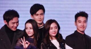 """11期:成龙片场爱帮忙 赵又廷笑称杨幂是""""男主角"""""""