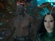 《银河护卫队2》剧照 星爵手持双枪螳螂露真容