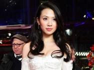 梁雪芹助阵柏林影节 穿白裙秀豪乳姿态性感撩人
