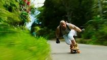 《极限特工:终极回归》山路疯狂滑板片段