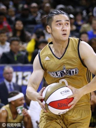 男神相争!吴亦凡蒋劲夫现身NBA全明星赛秀球技