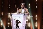 第67届柏林国际电影节于今日落幕,匈牙利著名女导演伊利迪库·恩雅蒂的《肉与灵》得到了最高奖金熊奖,塞内加尔导演阿兰·高米斯的《祝贺》拿到了评审团大奖。最佳导演颁给了芬兰的考里斯马基,阿尔弗雷德鲍尔奖颁给了阿格涅丝卡·霍兰。韩国演员金敏喜众望所归地拿到了影后。此前一直被评论看好的《美妙女人》,也没有空手而归,得到了最佳剧本奖。