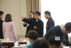 1905电影网讯 3月4日,全国政协十二届五次会议进入第二天,成龙、陈凯歌、冯小刚、张国立、胡玫、宋丹丹等电影人带着自己的提案齐聚两会现场,进行分组讨论为中国电影出谋划策。文艺界委员们也将目光主要聚焦在3月1日正式实施的《电影产业促进法》,并纷纷寄语中国电影。