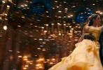 由迪士尼影业制作并出品的奇幻爱情电影《美女与野兽》(Beauty and the Beast)17日起全国公映。这一部举世闻名的影史经典此番华彩涅槃,奉献出浪漫醉心、美轮美奂的3D视听盛宴,并邀得新生代偶像巨星艾玛·沃森(Emma Watson)和丹·史蒂文斯(Dan Stevens)重现讴歌心灵之美的不朽真爱传奇。在这个白色情人节周末之际,这部2017年最不容错过的约会电影浪漫来袭。