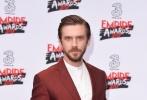 """3月19日,有英国""""民间奥斯卡""""之称的帝国电影奖公布2017年获奖名单。《星球大战外传:侠盗一号》拿下最佳影片、最佳导演、最佳女演员三项大奖,笑傲群雄。""""小雀斑""""埃迪·雷德梅恩凭借《神奇动物在哪里》收获最佳男演员。""""抖森""""汤姆·希德勒斯顿将帝国英雄奖收入囊中,其主演的《夜班经理》也力压《西部世界》、《权力的游戏》等获得最佳电视剧集。"""