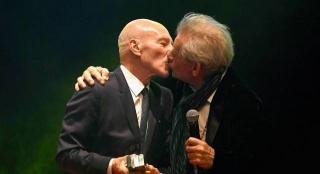 帝国奖颁奖:X教授拥吻万磁王 抖森大表哥现身