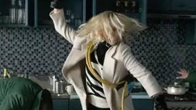 《极寒之城》沙龙网上娱乐片 塞隆秒变超级特工