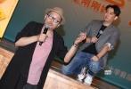 4月20日,电影《麻烦家族》在北大进行校园点映,导演黄磊在映后亮相与观众分享自己的创作心得,黄磊的父亲黄小立、以及在片中有客串出演的编剧史航当天也到场助阵。