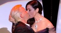 第70届戛纳电影节开幕式 贝鲁奇强吻金发小哥