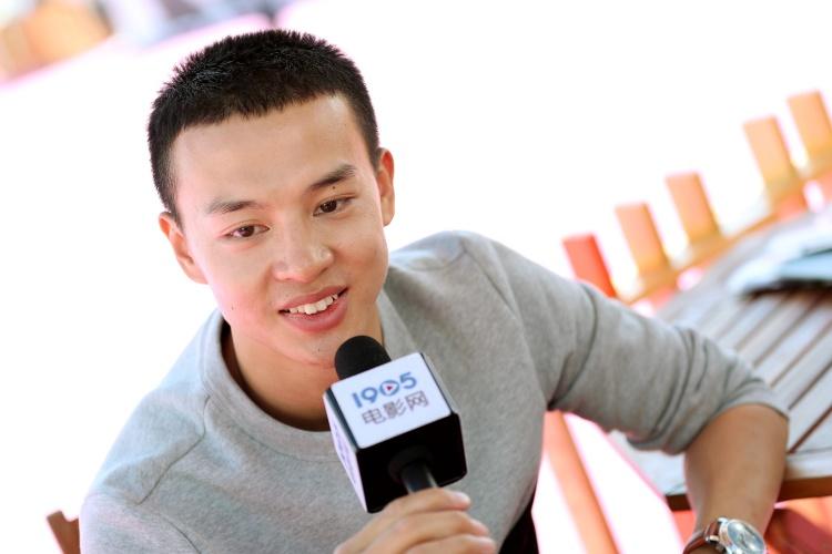 尹昉:为演打工族体验生活 拍戏精益求精难满足