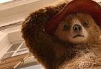 还记得那只头戴红帽子,身穿蓝色牛角扣大衣的帕丁顿熊吗?时隔三年,这只风靡全球的绅士熊即将回归大银幕!6月1日,萌熊从英国送来合家欢大礼:《帕丁顿熊2》的首支沙龙网上娱乐。沙龙网上娱乐中,帕丁顿熊不改蠢萌本色,不仅擦玻璃弄巧成拙,最后还骑狗狂奔,囧况百出让人捧腹。休·威士肖(帕丁顿熊配音)、休·博内威利、莎莉·霍金斯、彼得·卡帕尔蒂、朱丽·沃特斯等原班人马携手回归,更有英伦男神休·格兰特、布莱丹·格里森全新加盟,饰演续集中两个重要角色。