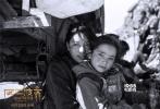 """第六代中坚导演张杨酝酿26年的新作《冈仁波齐》将于6月20日在全国公映:藏历马年,是神山""""冈仁波齐""""的本命年,本片讲述西藏腹地古村""""普拉村""""同村10个普通的藏族人和一个孕妇一起从家出发,磕头2500公里去冈仁波齐朝圣的故事,此行历经生、历经死、历经震撼的西藏四季风光,历经灾难、变故、内心的拷问成长与蜕变,看似波澜壮阔,实则平静至极。本片之前在欧美十余国优乐国际节展映,反响巨大。"""