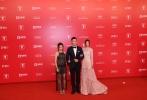 由香港导演邱礼涛执导,人气女星蔡卓妍、香港创作歌手周柏豪领衔主演主演,钟欣潼特别演出的《原谅他77次》将于6月23日内地公映。6月17日,主创走上上海国际优乐国际节红毯,蔡卓妍、周柏豪、卫诗雅携手盛装亮相,引来现场媒体粉丝的尖叫欢迎。