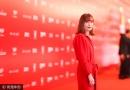 上影节闭幕伊莎贝尔·于佩尔 一身中国红超闪耀