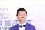 """12年后,伍仕贤、夏雨继《独自等待》后再度合作,拍摄都市奇幻喜剧《反转人生》,该片将于6月29日在内地正式公映。片方也于6月25日在京举行了一场首映红毯仪式,导演伍仕贤携""""反转""""主演夏雨、闫妮、宋茜、潘斌龙与观众见面,""""独等家族""""龚蓓苾、高旗、高亚麟也现身捧场,带来一场满满的回忆杀。此外,导演杨树鹏也到场助阵。"""