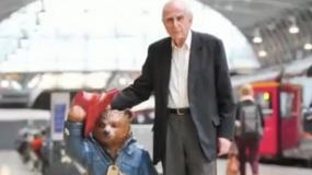 《帕丁顿熊2》特辑 悼念创造者迈克尔·邦德