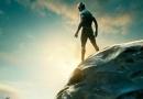 《黑豹》全新海报 国王站在巨型雕像上俯视众生