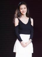 Angelababy露香肩性感迷人 黑白造型精致优雅
