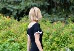 日前,艾玛·罗伯茨纽约出街被拍,短裙秀修长美腿,展现完美比例。