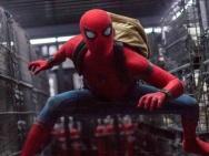 《蜘蛛侠》战衣升级预告海报 钢铁侠护航小蜘蛛