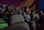 """8月9日晚,由中国电影报道和1905电影网联手打造的""""M观影团""""《龙之战》专场,在北京天幕新彩云影城举办。电影《龙之战》导演高峰携女主角罗煜坤出席了映后观众见面会。在见面会上,主创不仅直面观众现场打分,而且聆听了部分观众的犀利点评。"""