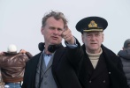"""克里斯托弗·诺兰(Christopher Nolan)执导的动作剧情战争片《敦刻尔克》(Dunkirk)将于9月1日(周五)全国公映。这部早有""""年度神作""""、""""奥斯卡级别大片""""等美誉加持的惊世之作今日发布全新中文制作特辑,众主创出镜揭秘""""年度最燃空战戏""""诞生过程,汤姆·哈迪(Tom Hardy)、杰克·劳登(Jack Lowden)两大空军男神露脸,女性观众一饱眼福。"""