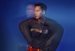 日前,陈伟霆拍摄的一组最新运动大片曝光。身着黑白灰三色的他至简至燃,动静之间光影相随,释放运动时尚无限可能。