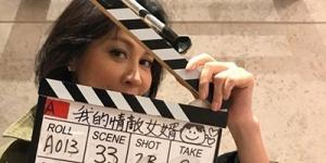 刘嘉玲深夜拍戏称风雨无阻 场记板上的卡通画亮了