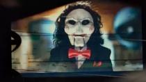 《电锯惊魂8:竖锯》新预告 高调庆祝竖锯回归
