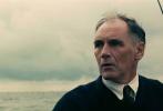 """动作剧情战争片《敦刻尔克》(Dunkirk)今天曝光全新制作特辑,导演克里斯托弗·诺兰(Christopher Nolan)出镜详解身临其境的沉浸式观影体验,揭秘视听盛宴的魅力所在。作为在海外收获如潮好评的口碑力作,《敦刻尔克》将于9月1日(周五)起全面登陆内地院线,目前影票预售正在各大售票平台和影院火爆进行中,黄金席位数量有限,要以最完美姿势坐享银幕盛宴还需""""先下手为强""""。"""