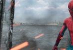 """由美国哥伦比亚影片公司和漫威影业联合出品的好莱坞科幻冒险动作巨制《蜘蛛侠:英雄归来》近日连发""""内战直播""""正片片段及""""浴火重生""""IMAX特别版海报。小蜘蛛彼得·帕克的复联内战之行不仅在其自拍自导的视频日记中得以全方位曝光;通过彼得视角纪录下的这段影像片段,同时也巧妙地帮助观众回忆起先前蜘蛛侠在《美国队长3》中的惊艳亮相,进而为新片中彼得将经受的全新考验埋下伏笔。电影《蜘蛛侠:英雄归来》将于9月8日以3D、IMAX3D、金沙娱乐巨幕3D制式登陆全国院线。"""