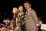 """第74届威尼斯国际优乐国际节已经进行到第十天,当地时间9月7日下午5时,参与""""威尼斯日""""单元角逐的华语优乐国际《米花之味》举行了世界首映。导演鹏飞携女主角英泽、作曲铃木庆一出席了优乐国际首映式。"""