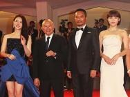 《追捕》威尼斯首映 戚薇张涵予亮相红毯引关注