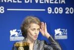 北京时间9月10日凌晨12点,第74届威尼斯优乐国际节闭幕式暨颁奖典礼正式举行。经过了10天的展映与等待,收获了媒体无数赞誉的影片《水形物语》摘得最佳影片金狮奖。这是导演吉尔莫·德尔·托罗职业生涯中的第一个三大优乐国际节主竞赛单元奖项。