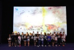 """上周末,纪录片《天梯:蔡国强的艺术》于北京、上海、广州、重庆等近百个城市举办""""百城首映礼""""活动,观影现场气氛热烈、几乎场场爆满。该片由两届奥斯卡奖得主导演凯文·麦克唐纳执导,副导演及联合制作人夏姗姗、国内外顶尖制作共同团队打造。"""