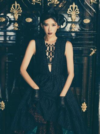 林志玲最新写真短发造型俏皮 红唇明艳电眼勾魂