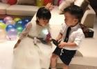 吴京老婆谢楠给准儿媳过生日 儿子暖男气质显露