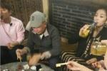 豪爽!刘涛喝酒对瓶吹 老公王珂在旁默默喝凉茶