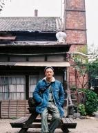 余文乐最新街拍大片曝光 示范秋冬型男叠穿时尚