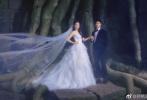 """9月28日上午,""""亚洲飞人""""苏炳添在微博晒甜蜜婚纱照,称:""""你这辈子已经跑不掉了,我要你做一个幸福的新娘!""""对此网友祝福道:""""遇到你,谁也跑不掉!"""""""