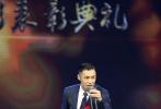 近日,第五届十大华语电影盛典于杭州举行,余文乐受邀参加。当晚余文乐身着深色条纹西装出席,绅士风度尽显。对于盛典颁发的年度演员奖项,余文乐表示:要感谢导演、编剧和所有演员。