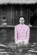 陈学冬曝黑白泳池裸照 八块腹肌被粉丝搞笑整蛊
