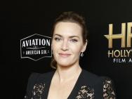 第21届好莱坞电影奖:温斯莱特深V朱莉红唇抢镜