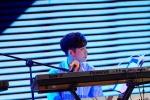张艺兴专辑长沙签售为粉丝即兴作曲显音乐才华