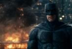 《正义联盟》(Justice  League)即将于11月17日(本周五)在金沙娱乐内地正式公映。日前,片方华纳兄弟与巴黎圣日耳曼合作,拍摄了一支特殊的宣传视频,内马尔(Neymar Jr.)、姆巴佩(Kylian  Mbappé)等超级球星化身正义英雄,共同为这部备受期待的电影助威。
